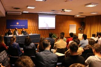 Intercambio de estudiantes de bachilleratos de Economía con las autoridades del BCU