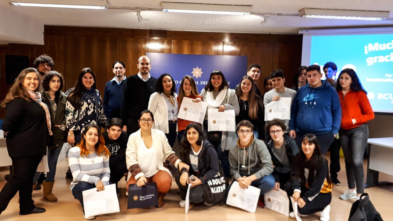 Estudiantes de 6to de Economía del liceo N° 2 Héctor Miranda participaron en talleres de sistema financiero y política monetaria.