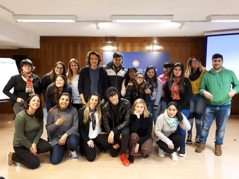 Estudiantes de Derecho y Economía de la UTU de Barros Blancos participaron en talleres de sistema financiero y política monetaria.